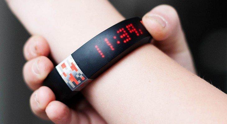 Le jeu Minecraft a son bracelet connecté !