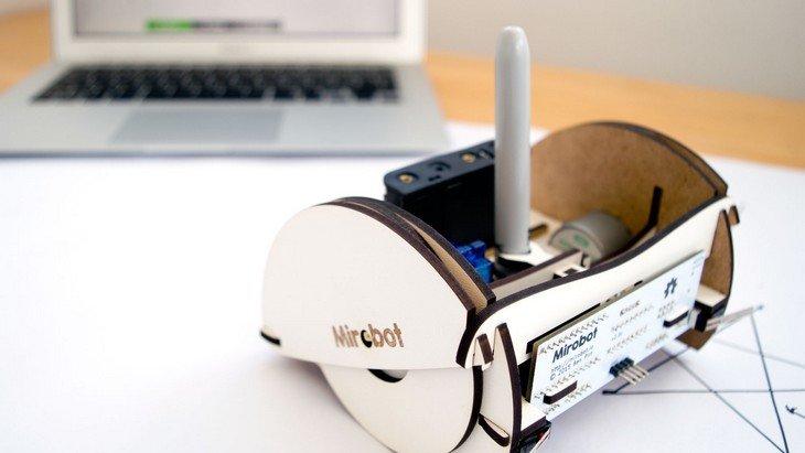 Mirobot : découvre ce petit robot à fabriquer et à programmer