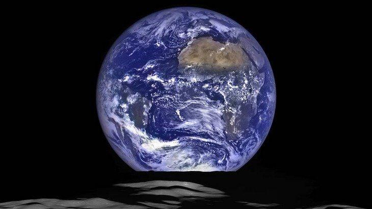 Découvre la Terre vue de la Lune grâce à la NASA !