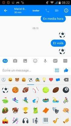 Facecook Messenger football ballon