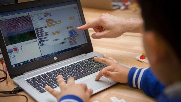 Apprendre à coder : quels ateliers pendant les vacances de Printemps ?