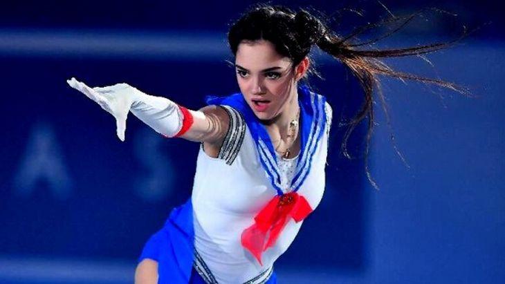 La patineuse Evgenia Medvedeva fait le show en cosplay de Sailor Moon !