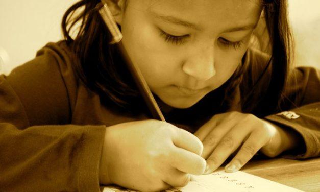 Tenir un crayon, ce n'est plus si simple pour les enfants accrocs aux écrans
