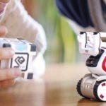 On a testé Cozmo, le petit robot programmable à l'esprit malicieux