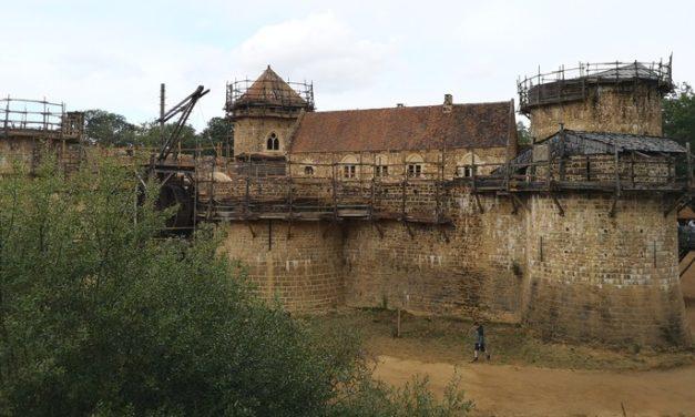 Sortie d'été : découvre Guédelon, le château fort en construction !