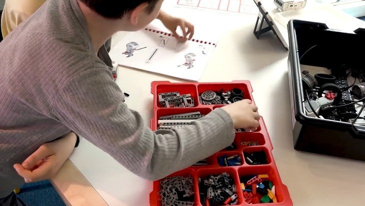 La Bibliothèque de la Cité des Sciences et de l'Industrie propose des animationsà partir de kits Lego Education