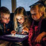 «Les enfants et les écrans», le guide qui répond aux questions des parents