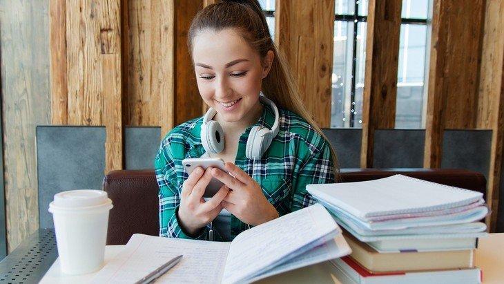 Collèges et lycées fermés : les ressources pour étudier à la maison pendant le confinement
