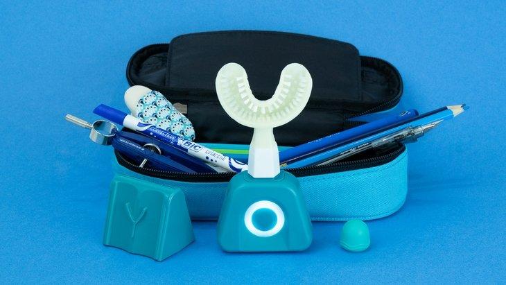 Avec Y-Brush, tu te brosses les dents vite fait bien fait (en 10 secondes !)