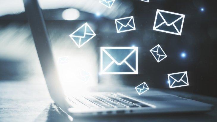 Je débute sur PC : comment réunir toutes tes adresses e-mail au même endroit?